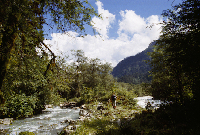 32a 1995 Gil Hiking Between Opposing Rivers